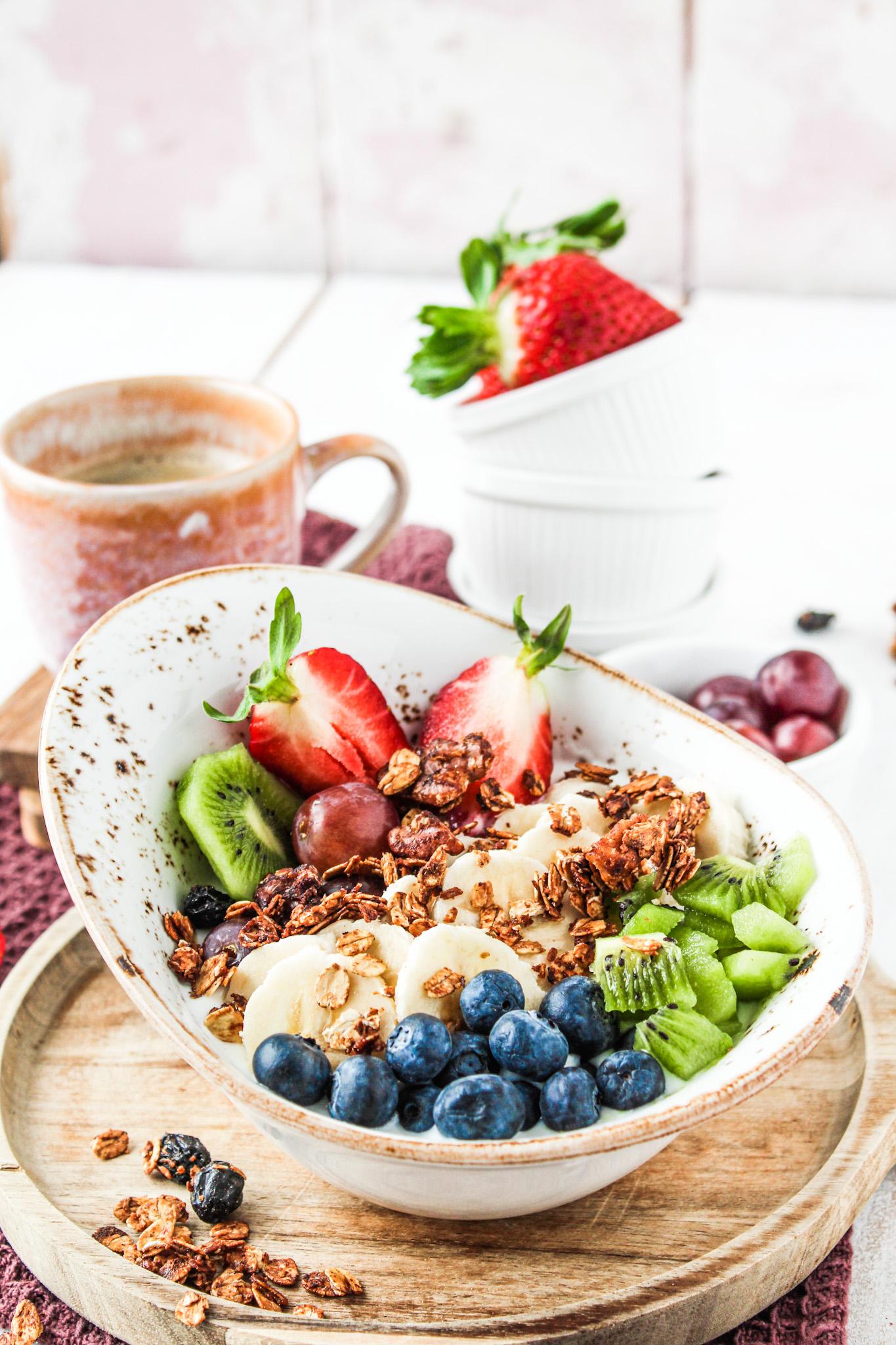 Obstjoghurt mit Granola